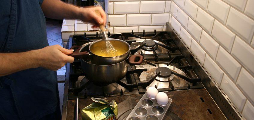 Att göra äggröra…