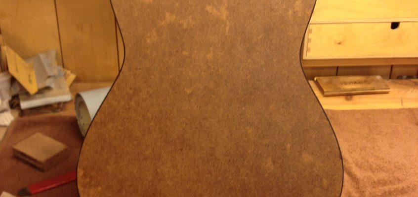 Torres kartong-gitarr, vad kan den säga oss? Del 1.
